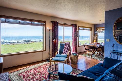 This coastal classic surrounds you in comfort and stunning views