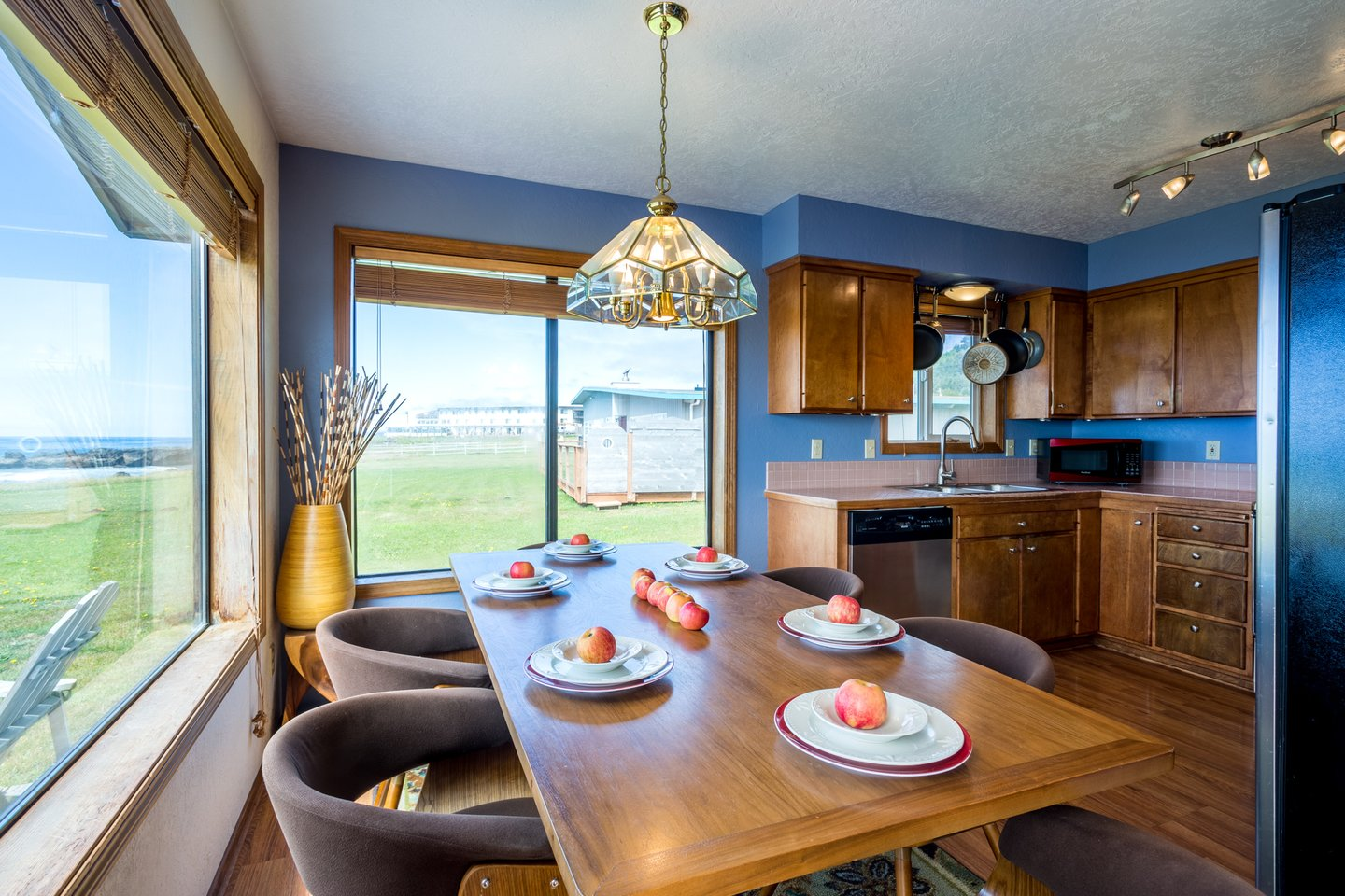 The charming kitchen enjoys an anmazing ocean view as well.