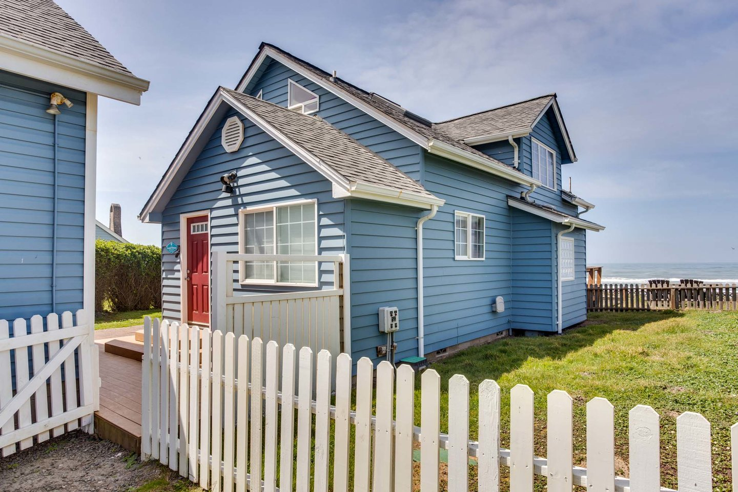 Wonderful ocean front cottage with large yard!
