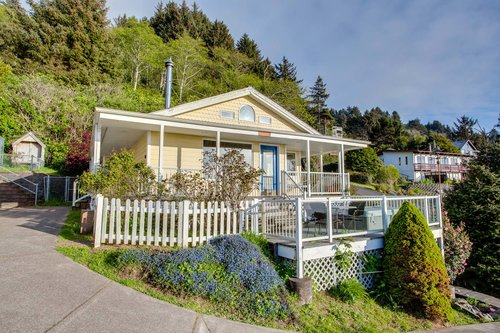 Sea Star is just a few minutes drive from the center of Yachats.