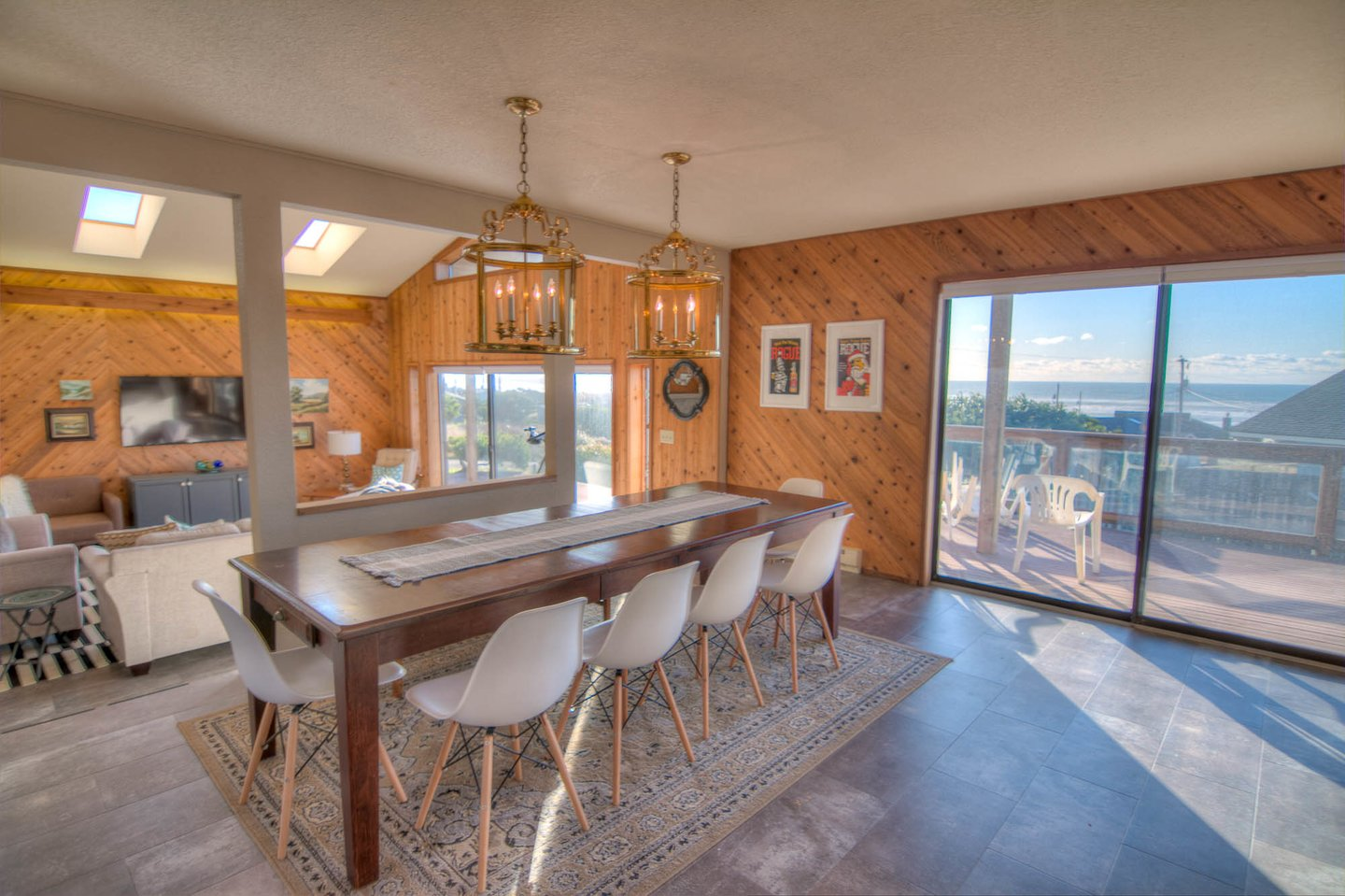 Open the sliding glass doors and let the outside in while dining on your favorite sea food!