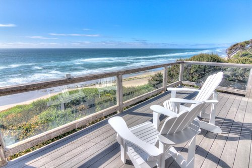 Sit on the deck and enjoy views as far north as Yaquina Head Lighthouse and Seal Rock to the south.