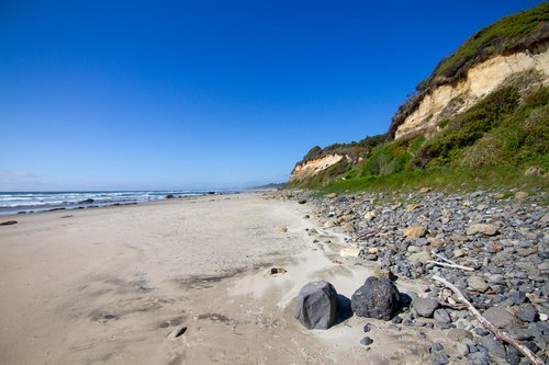Enjoy the miles of sandy beach to the north or take a short stroll south to Seal Rock