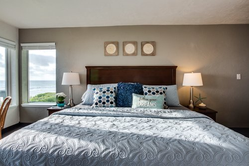 Open the window for the sound of the ocean and relax in the king size bed!