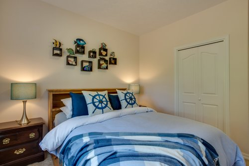 Fun fish decor adorns the wall in this comfy room.