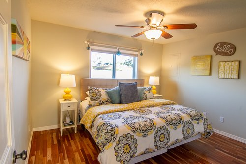 Say hello to a great night of sleep in this room with a queen bed!
