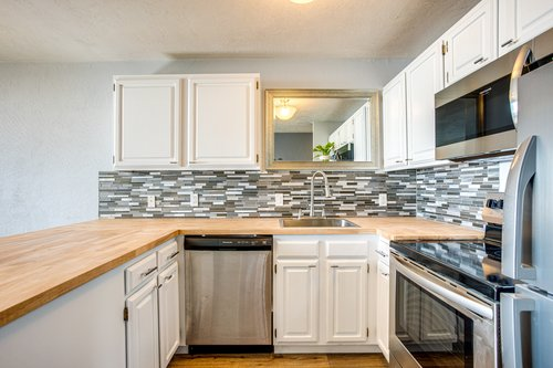 The recently remodeled kitchen is perfect to make breakfast before heading out.