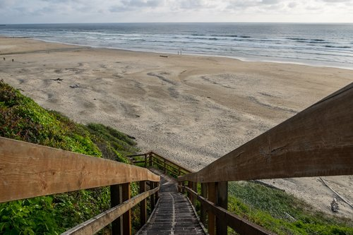 You can get to the beach by taking the stairs or walking to the Nye Beach access.