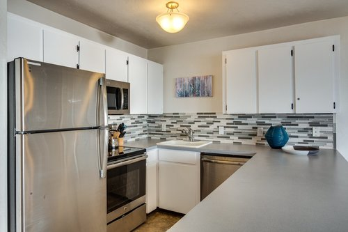 This fully stocked kitchen in Nye View is perfect for some home cooked meals!